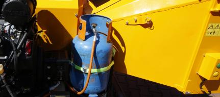 Výkonný štěpkovač na benzín a LPG s brzděným podvozkem (26,5 HP) LS 160 PGB