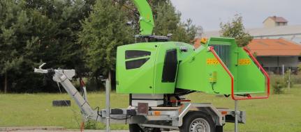 Výkonný štěpkovač na naftu a s brzděným podvozkem se stavitelnou ojí LS 160 DWBS