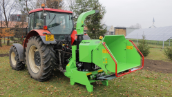 Výkonný štěpkovač za traktor na točně se závěsem pro přívěs 8t LS 160 TT